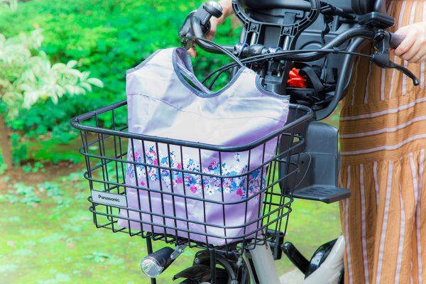 アフタヌーンティー・リビング コンパクト保冷バッグMサイズ ライトピンク、ネイビー、グレー各¥1,500