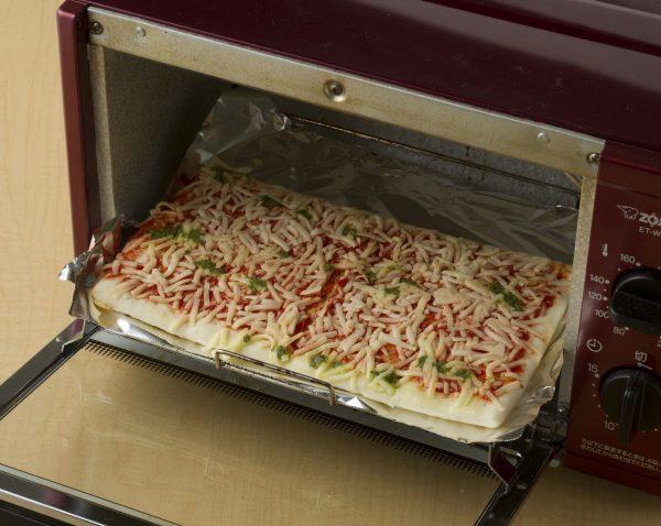 オーブントースターにそのまま入る、シャトレーゼのピザ